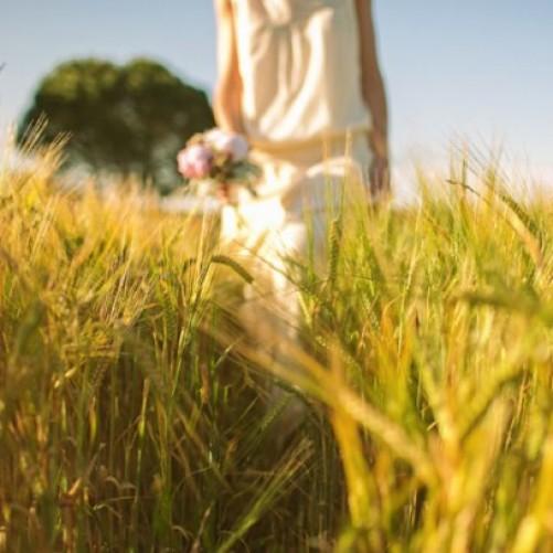 Entre trigales verdes: la boda de Laura y Xavi
