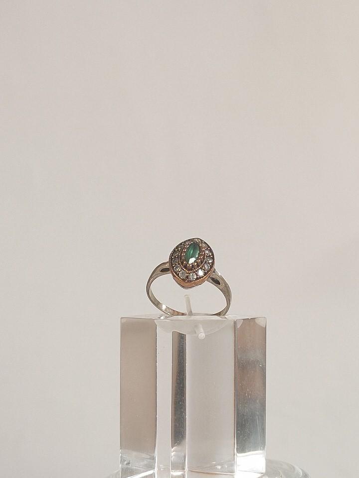 anillo-isabelino-verde-rombo-pequeño-1-LORETA