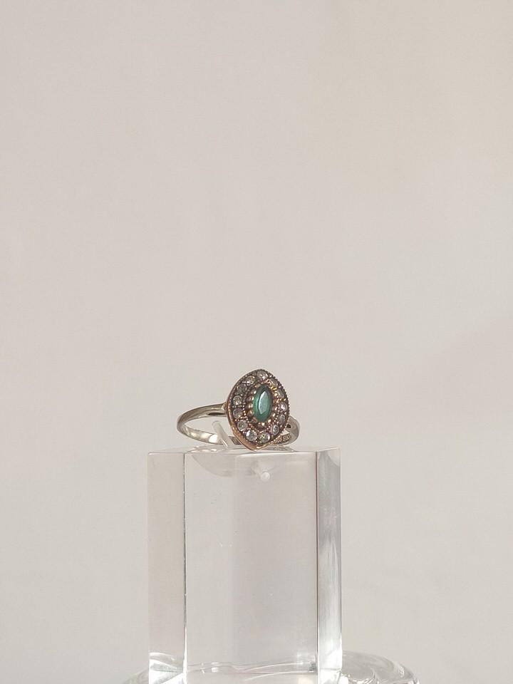 anillo-isabelino-verde-rombo-pequeño-2-LORETA.jpg