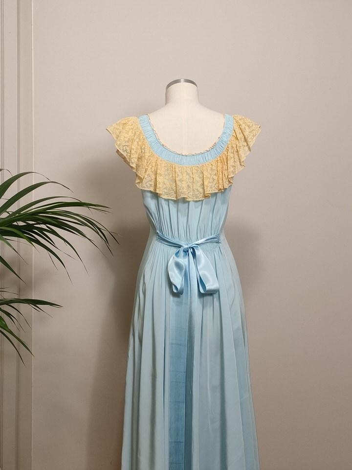 vestido-lencero-largo-seda-azul-03.jpg
