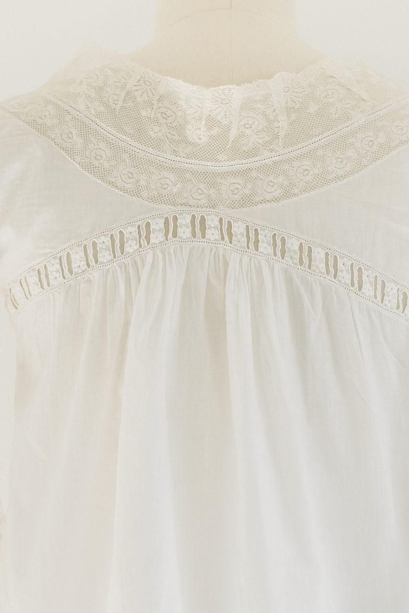 detalle-blusa-antigua-valenciennes