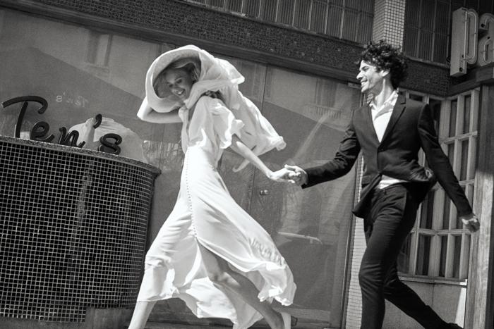 novia-y-novio-corriendo